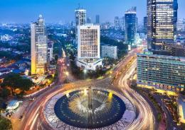 Bundaran Hotel Indonesia di malam hari